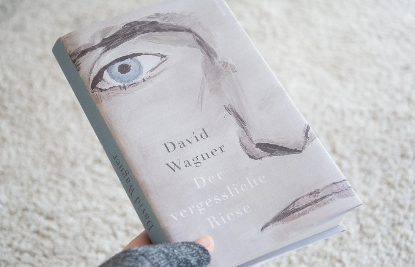 Literaturbesprechung:  »Der vergessliche Riese« von David Wagner