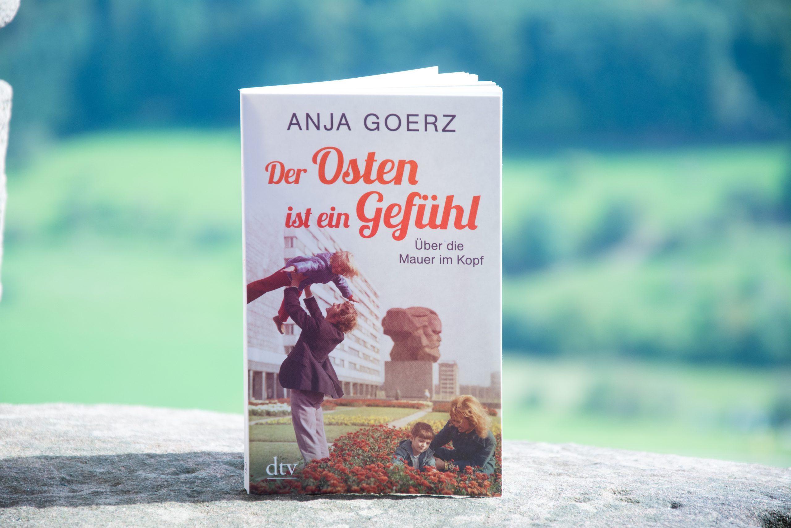 Literaturbesprechung:  »Der Osten ist ein Gefühl – Über die Mauer im Kopf« von Anja Goerz